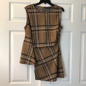 2 for $12 🛍 🛍 🛍 Asymmetric plaid sleeveless top